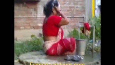 Indian outdoor mms of bengali mature bhabhi open bath leaked scene