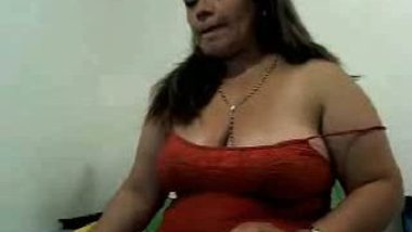 Hot aunty showing her asset on cam