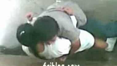 Indianpornvideos Exclusive : Desi girl outdoor fucked by lover