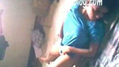 Village sex scandal – Indian young house wife fucked by nextdoor guy in daylight