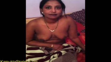 Bhabhi removed bra to show her desi boobs