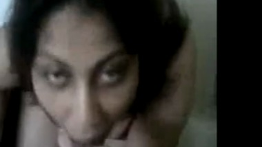 Perfect Figure Mumbai House Wife Gives Great Blowjob