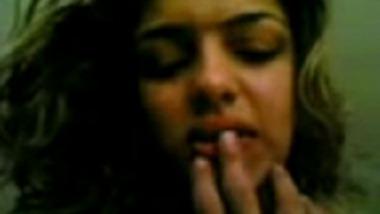 Sexy Kolkata Girlfriend Gives Blowjob Before Hardcore Sex