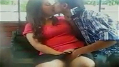 Outdoor sex scandal of Mumbai couple in the park