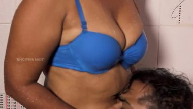Bollywood aunty hot spicy smooch under shower