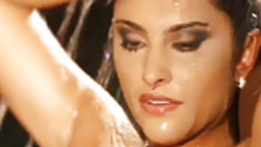 Body Cleansing Style From Bollywood Nudes