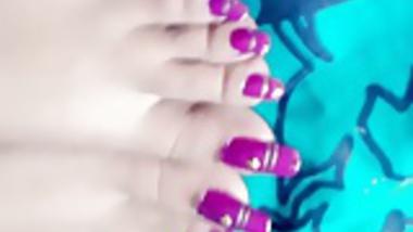 Indian long toenails