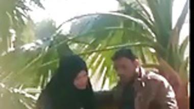 indian muslim girl doing handjob to her Boyfriend in a park