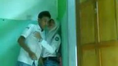 Muslim college girl in quick fuck session with lover