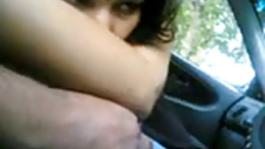 Smart Indian Girl doing blowjob to her BF Cock in CAR