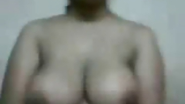 Hot & Sexy Busty Aunty Show herself to her BF