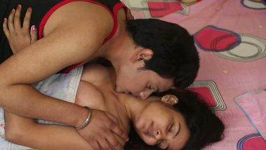 Bhabhi home sex with hubby's friend on request