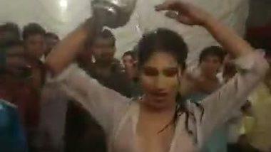 Sexy village teen girl's wet dance show