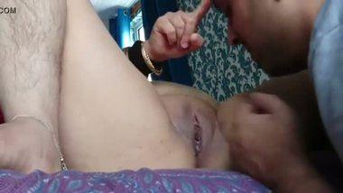 Punjabi chubby aunty's pussy licking MMS