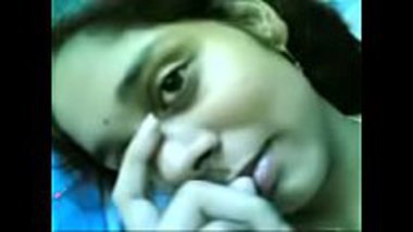 Sexy Telugu bhabhi letting her lover to shoot her nude