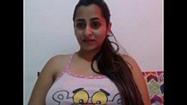 Desi cam girl masturbating for her fans