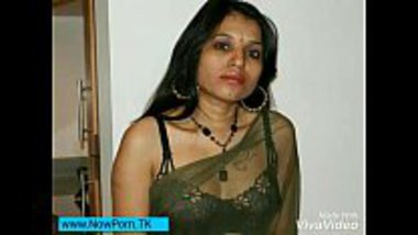 Indian nude model Kavya Sharma stripping