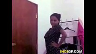 Desi wife strips her nighty and fingers her cunt