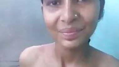 Desi village girl with no reaction while having sex