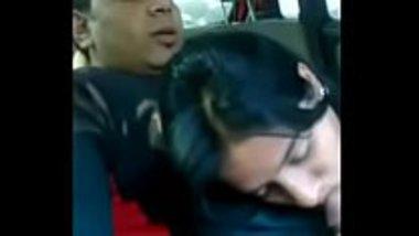 Marathi bhabhi giving a nice blowjob in the car