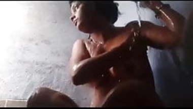 Horny Bihari Girl Soni Bathing Selfie