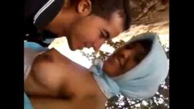 Sucking Breasts Of Muslim Girl In Park