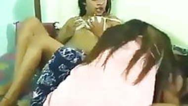 girl threesome 1