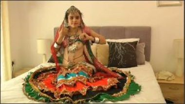 Gujju Babe Showing Boobs Before Garba