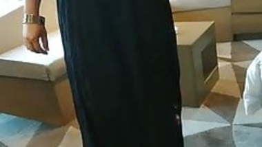 Desi hot wife roming in bra n petticoat