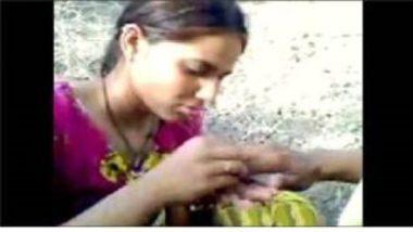 Sexy Gujarati Girl's Love In Open