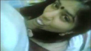 Hot Bengali Bhabhi Sucking Penis And Exposes Thighs