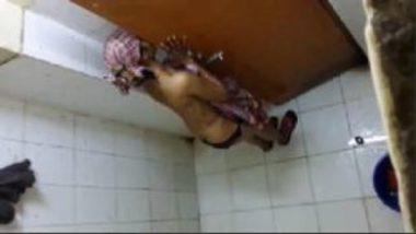 Indian Hidden Cam Filming Newly Married Bhabhi Bathing