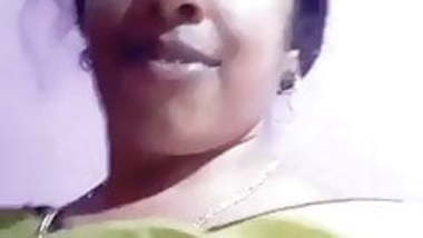 Aunty show her boobs