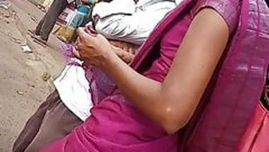 Tamil hot office girl side boobs and navel show in bus stop