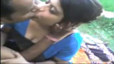 Stripping Saree Of Sexy Hindi Bhabhi And Banged In Forest