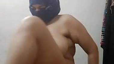 Desi bhabi showing her boobs and pussy