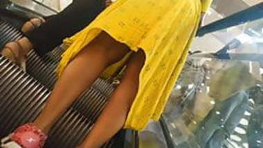 Indian Newly Married chick Upskirt