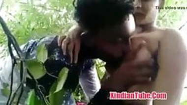 Desi college girl having sex in jungle