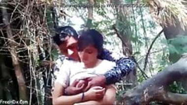 INDIAN GIRLFRIEND BOOBS PRESS AND KISS OUTDOOR JUNGLE