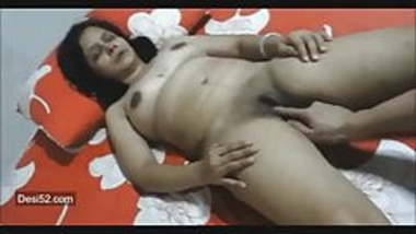 desi indian milf enjoying getting fingered