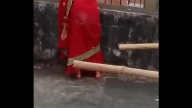 You definitely masturbates after seeing this indian aunties big ass