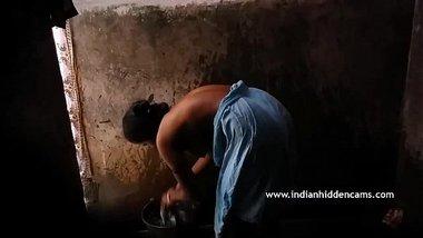 Desi Indian Aunty In Shower - IndianHiddenCams.com