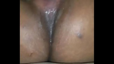 Desi Housewife getting her pussy licked and sucked deep till she squirts