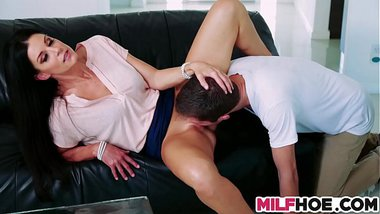 Lovely Mum Gives Some Sultry Lessons