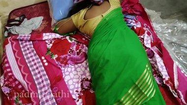 Sexy babhi in green saree with big ass