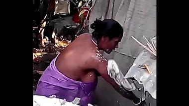 Desi big maid nude bath