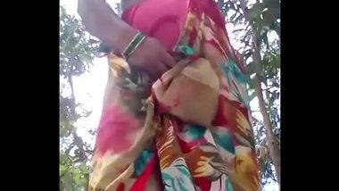 Desi Roshni bhabhi showing her stuff
