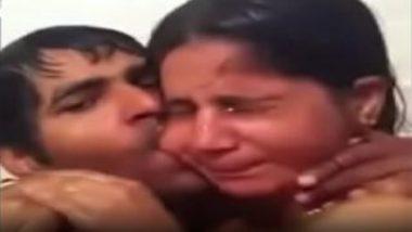 Hot mallu chechi blowjob video while bathing