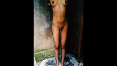 Sri lankan girl bathing hidden cam නාන හැටි හොරෙන් බලනව