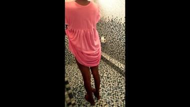 Sri lanka Beautiful teen - ඔෆිස් එකට යන්න උදේම නාන ගමන්